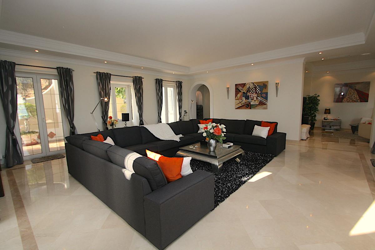 Villa con 4 Dormitorios en Venta Valtocado