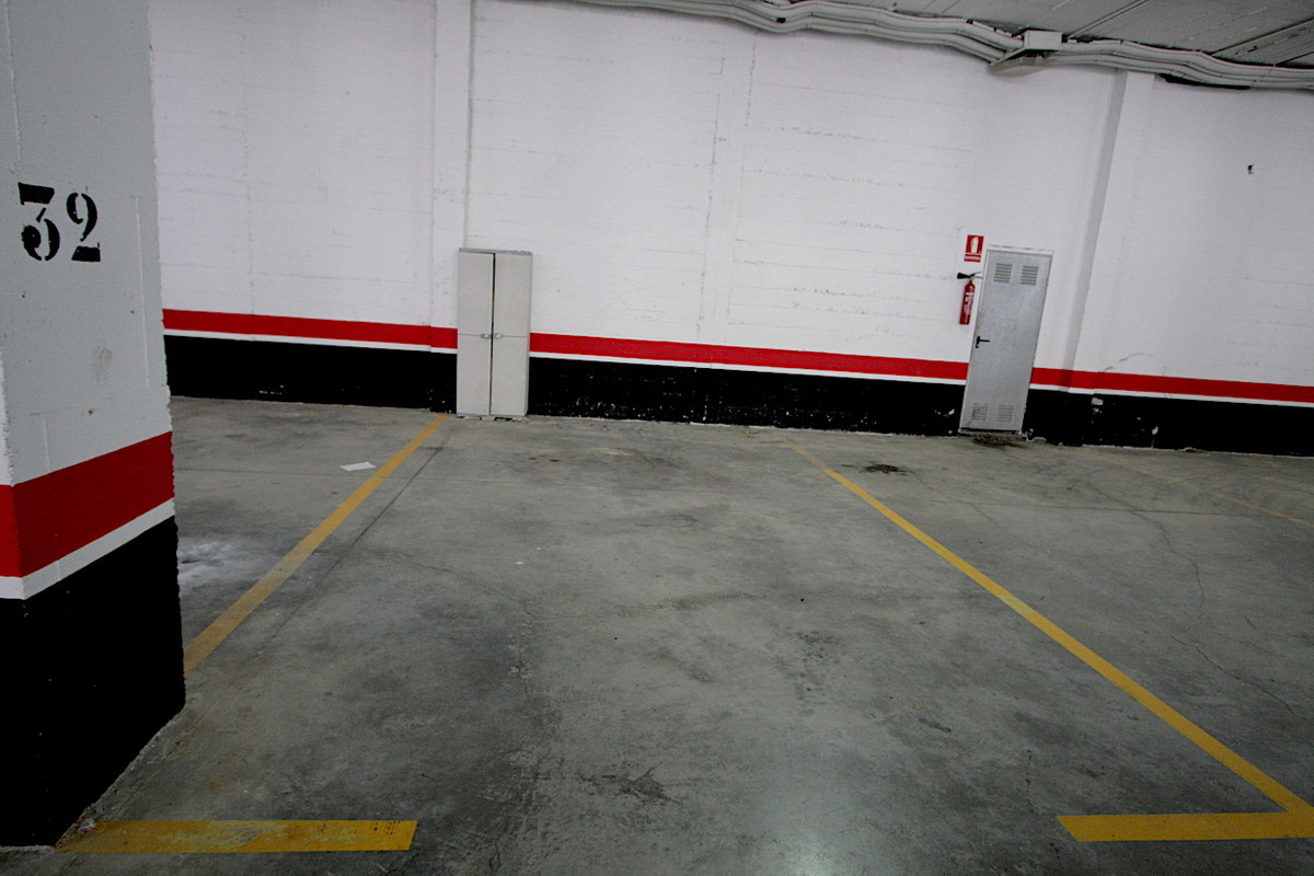 Место для парковки автомобиля для продажи в Mijas Golf