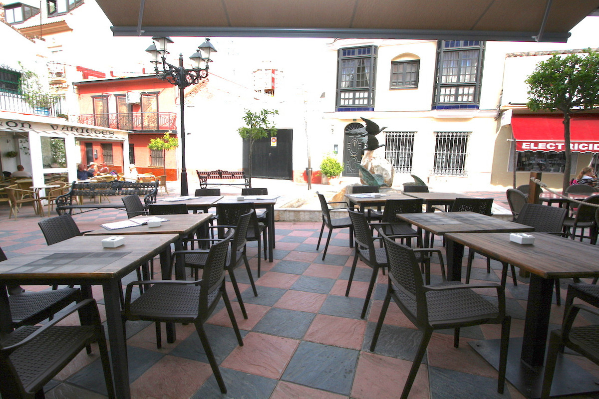 Well running business for sale. Leasehold. A superb Italian restaurant specialized in typical Sicili,Spain