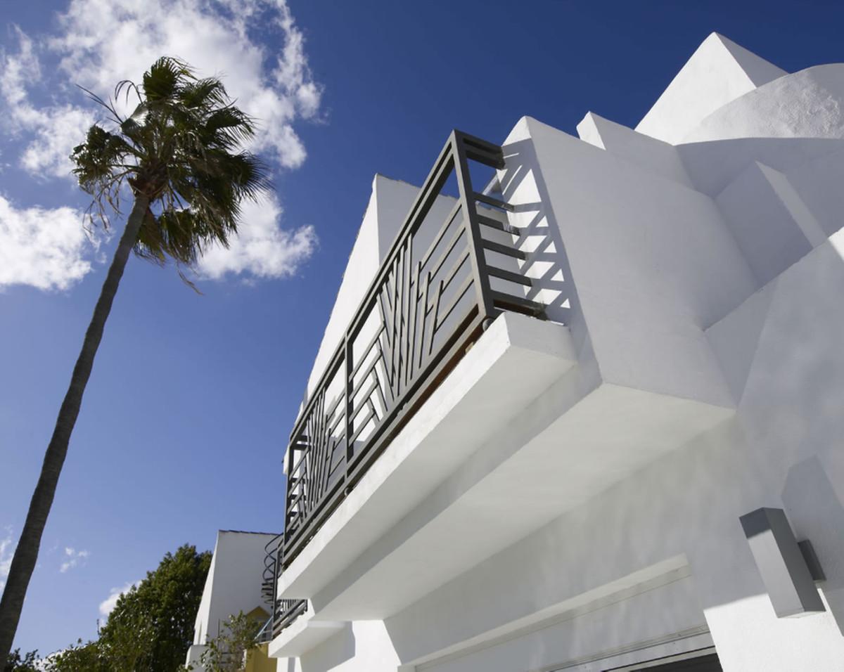 Villa 5 Dormitorios en Venta Atalaya