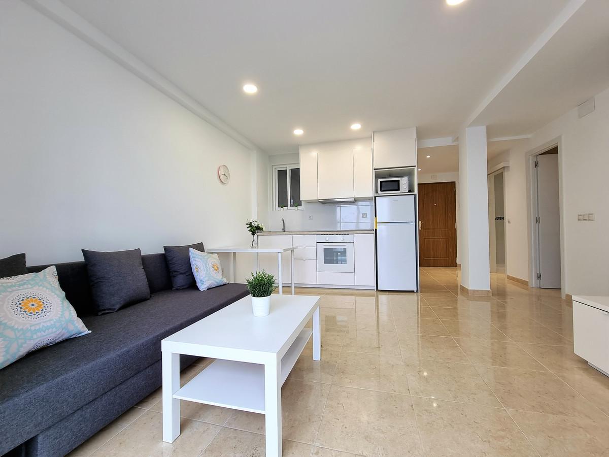 2 Bedroom Middle Floor Apartment For Sale San Pedro de Alcántara, Costa del Sol - HP3804487