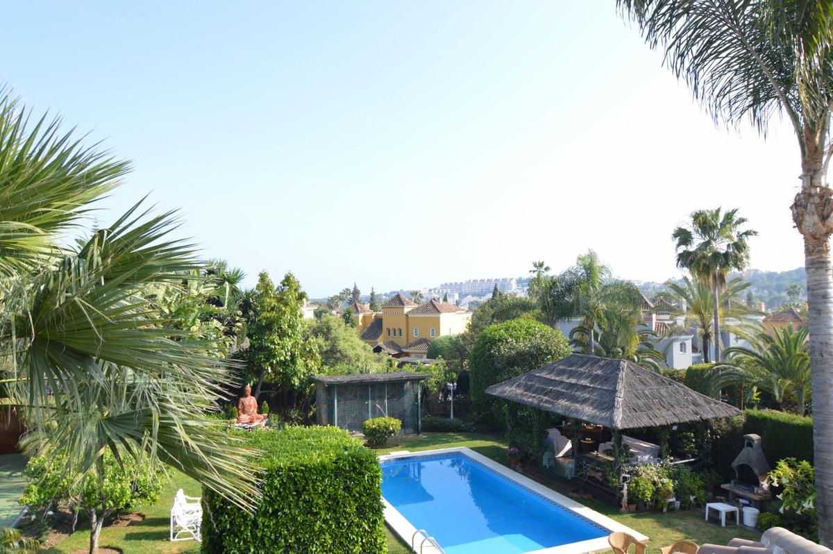 Freistehende Villa in Nueva Andalucía R2890751