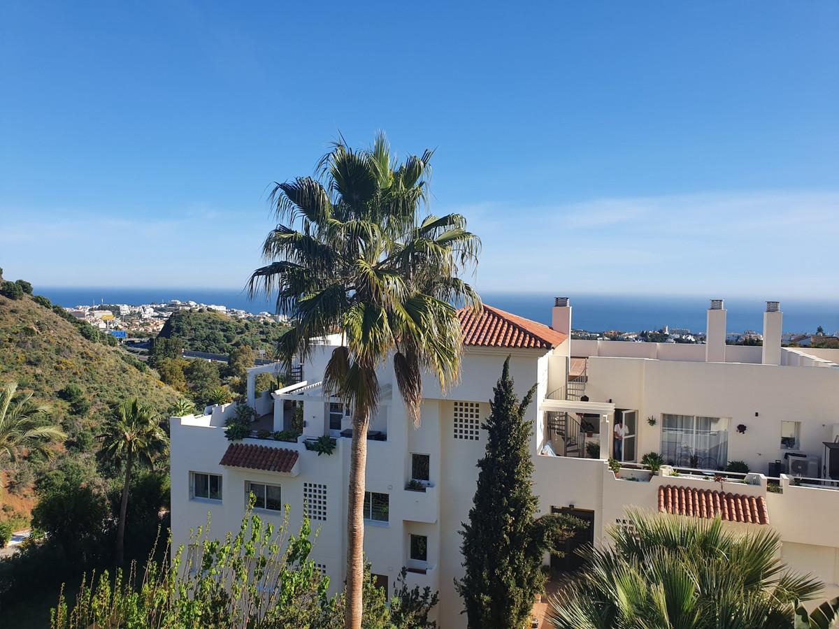 Middle Floor Apartment, Calahonda, Costa del Sol. 2 Bedrooms, 2 Bathrooms, Built 70 m², Terrace 12 m,Spain