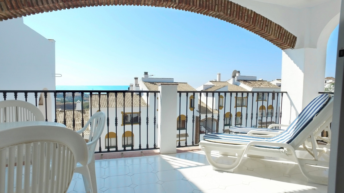 2 bedroom, 2 bathroom  for sale in La Orquidea, Calahonda. Spacious apartment with large living/dini,Spain