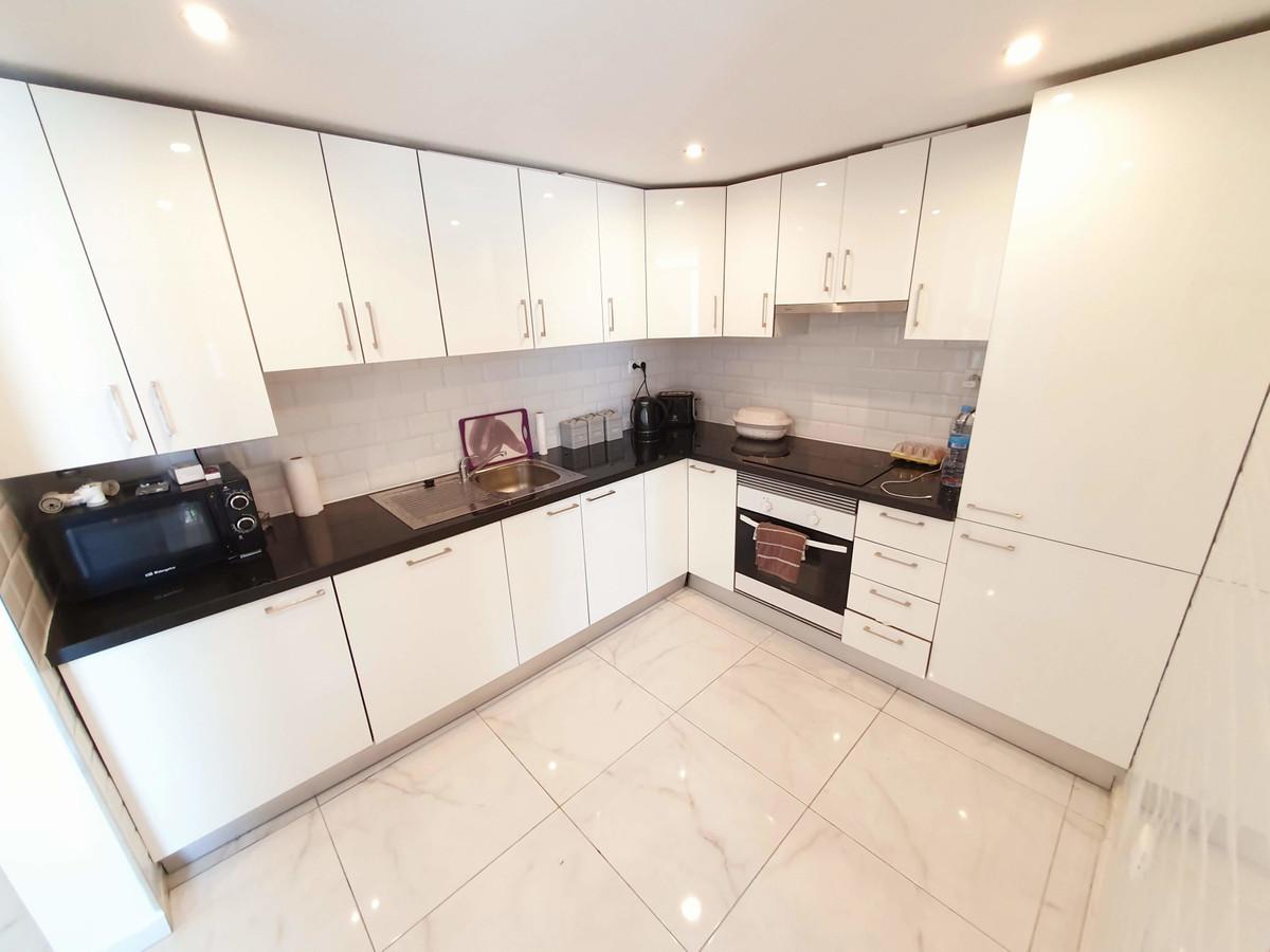 House in Calypso R3436600 4