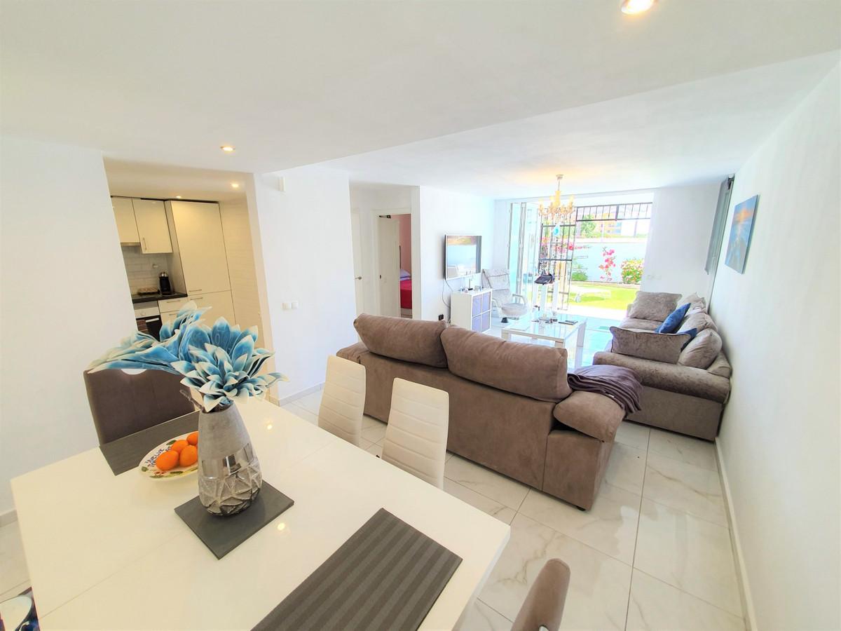 House in Calypso R3436600 8