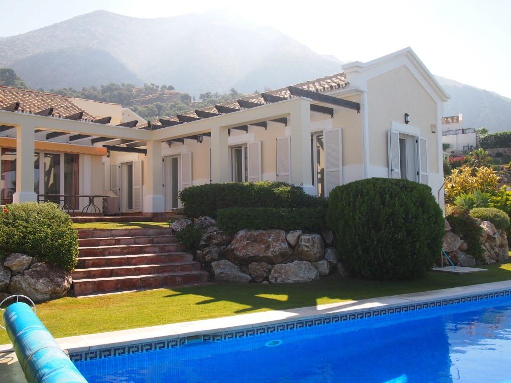 Villa · Istán