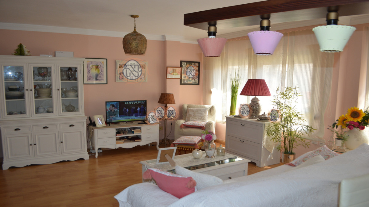 Cosy 2 bedroom family apartment in Capuchinos North  2 bedroom family apartment close to Go fit and ,Spain