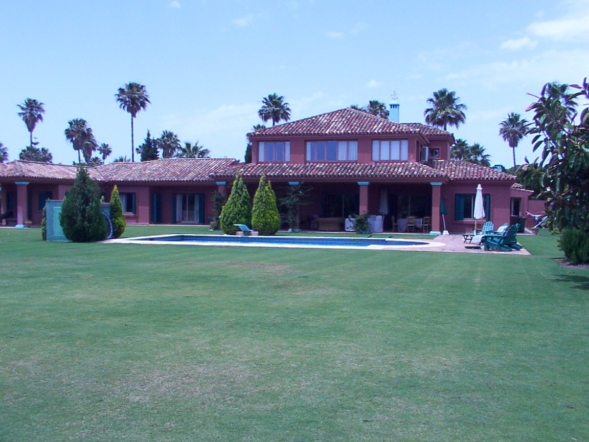 A classic style villa in one of the best locations in Sotorgande, close to the port and the beach. G,Spain