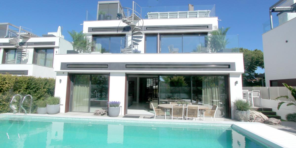 Detached Villa for sale in Puerto Banús R3736864