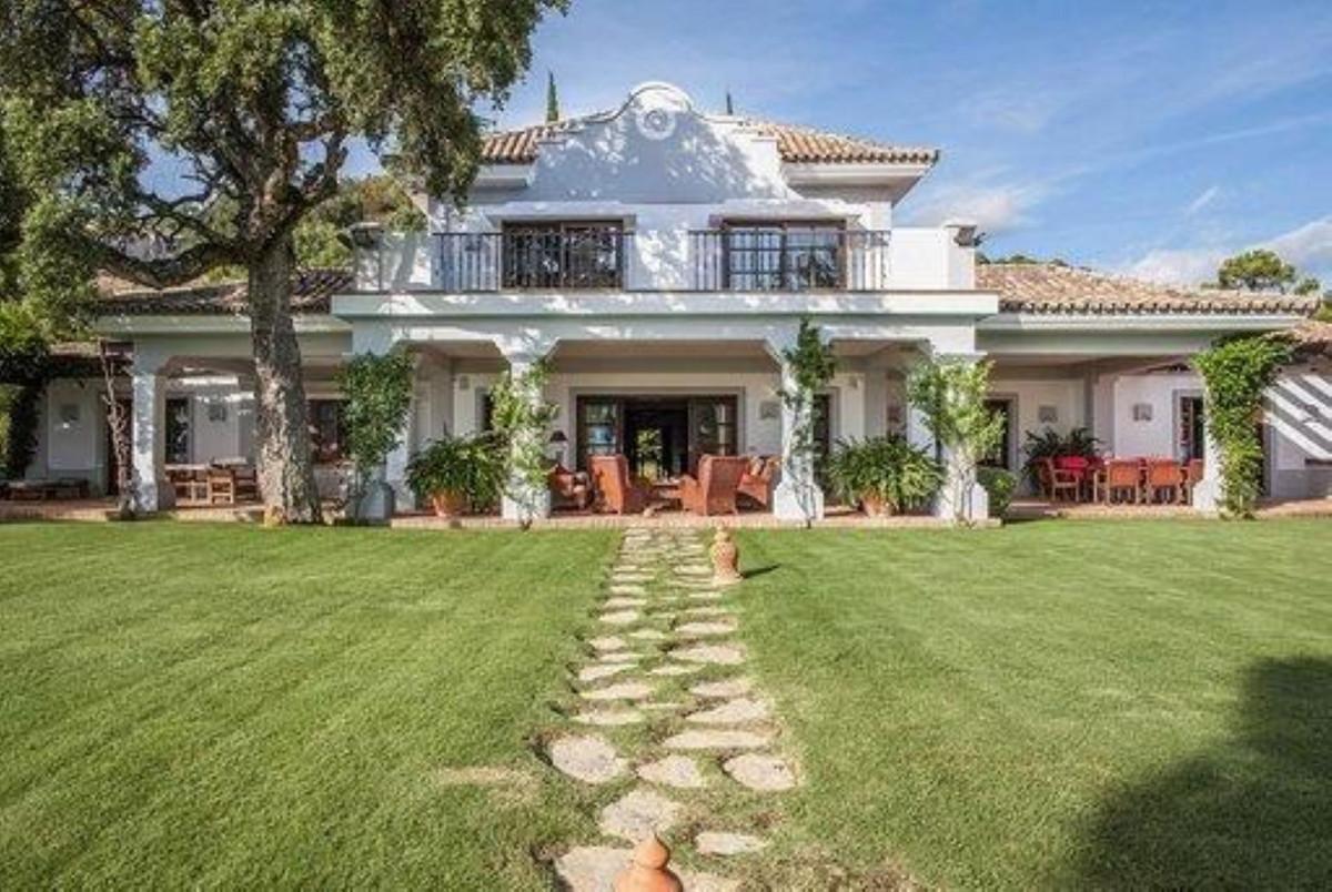 6 bedroom villa for sale benahavis