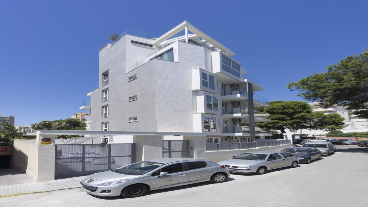 Apartment in Benalmadena Costa R3410365 2