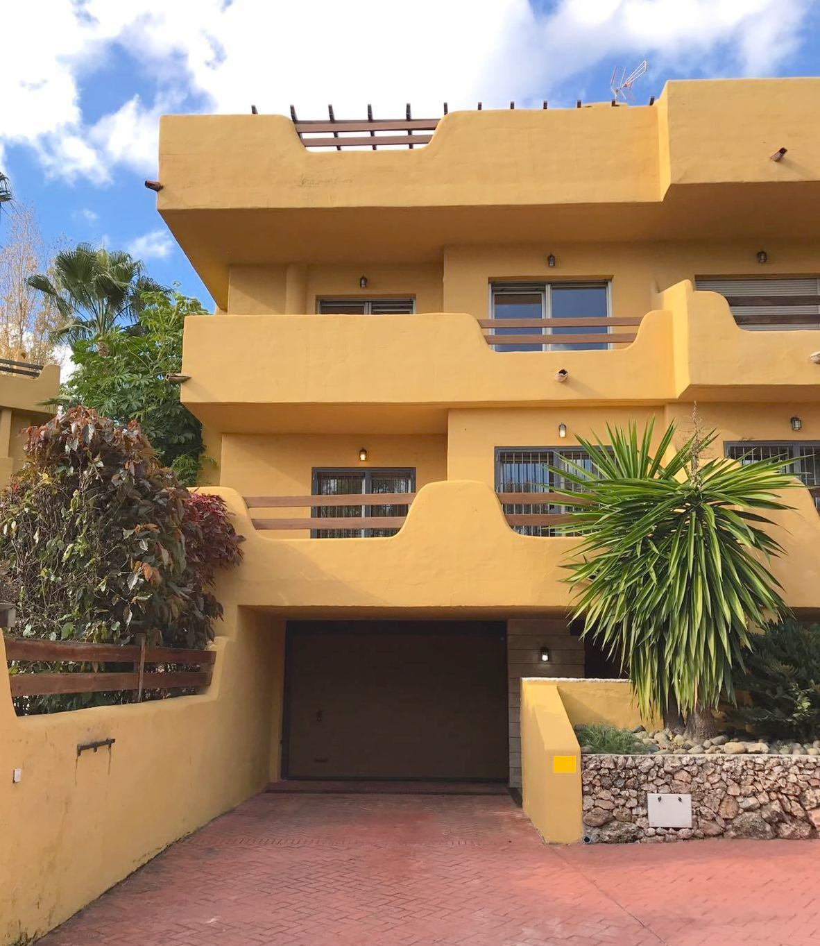 Fabulous townhouse with panoramic views. Spacious 3 bedroom townhouse built with quality materials, ,Spain
