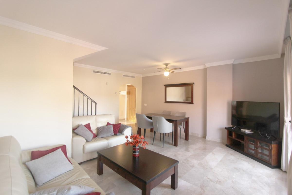 Apartment in Estepona R3526477 11