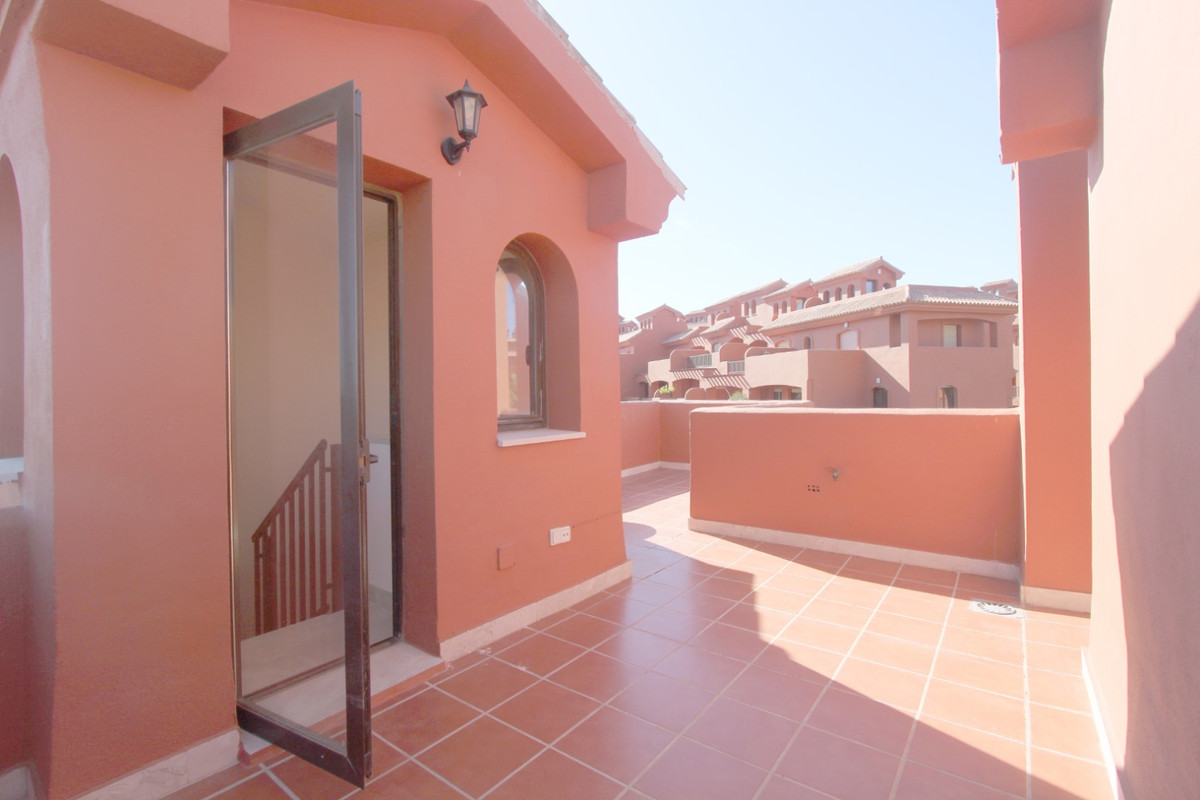 Apartment in Estepona R3526477 2