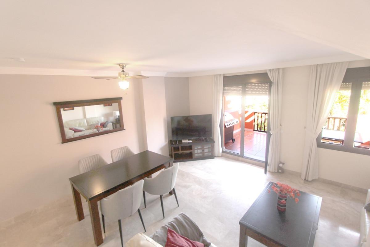 Apartment in Estepona R3526477 3