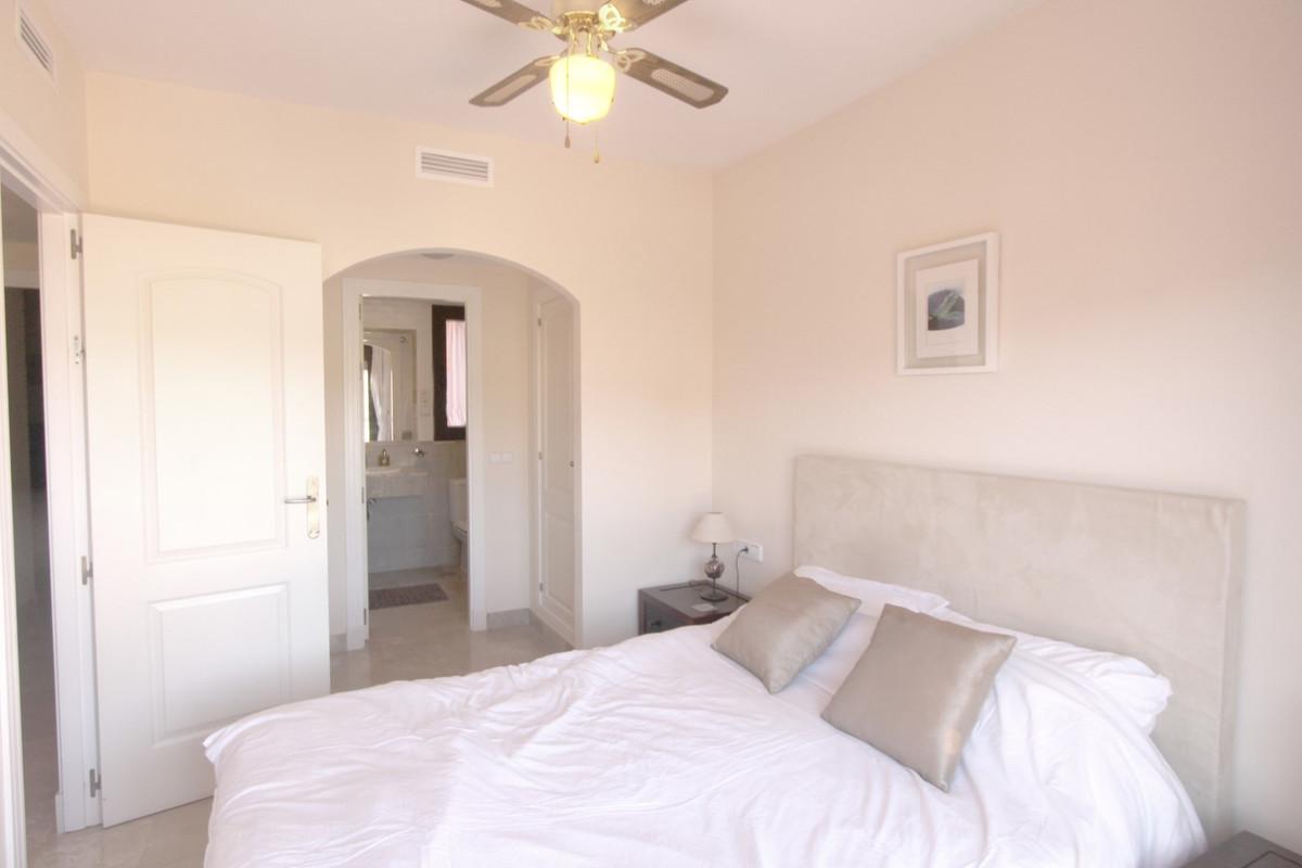 Apartment in Estepona R3526477 5