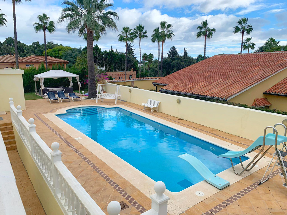 Detached Villa for sale in Sotogrande R3328423