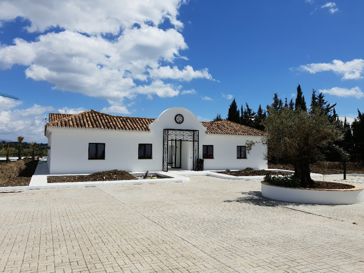 SPECTACULAR NICE NEWLY RENOVATED CORTIJO SITUATED IN CANCELADA, ESTEPONA. BUILT IN 1 FLOOR, ACCOMODA,Spain