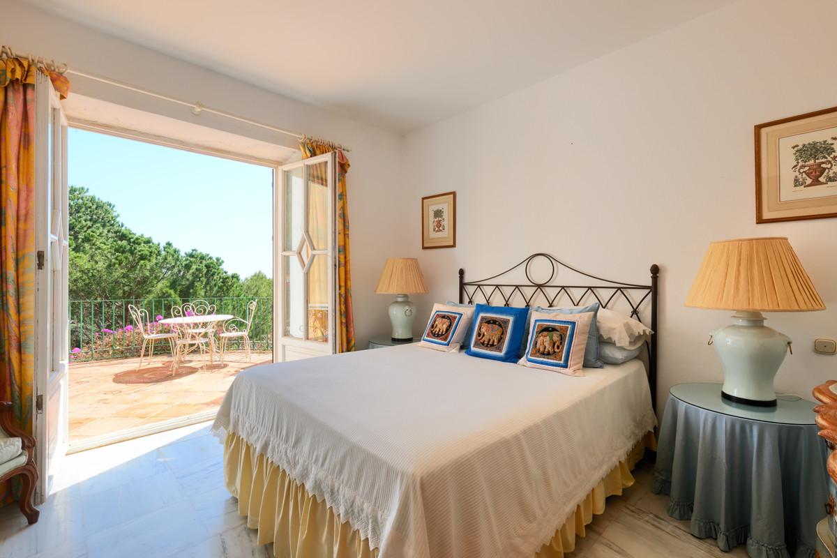 4 Bed Villa For Sale in El Madroñal, Benahavis