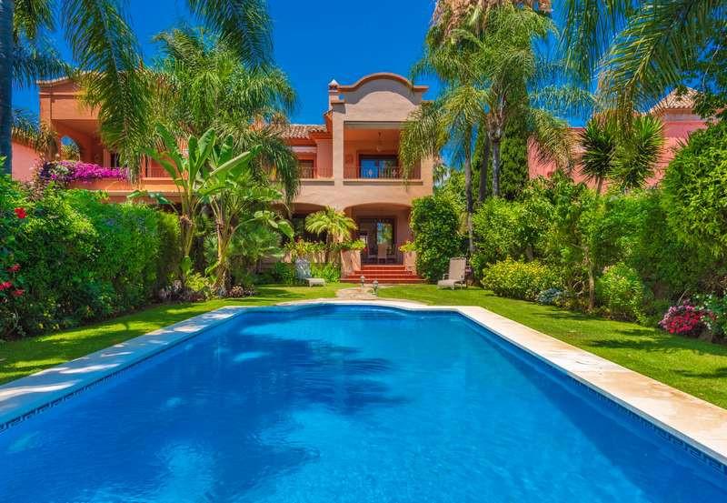 Vrijstaande Villa te koop in Puerto Banús R3273589