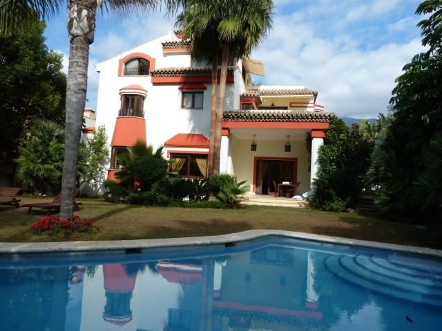 Freistehende Villa in Marbella R2547143