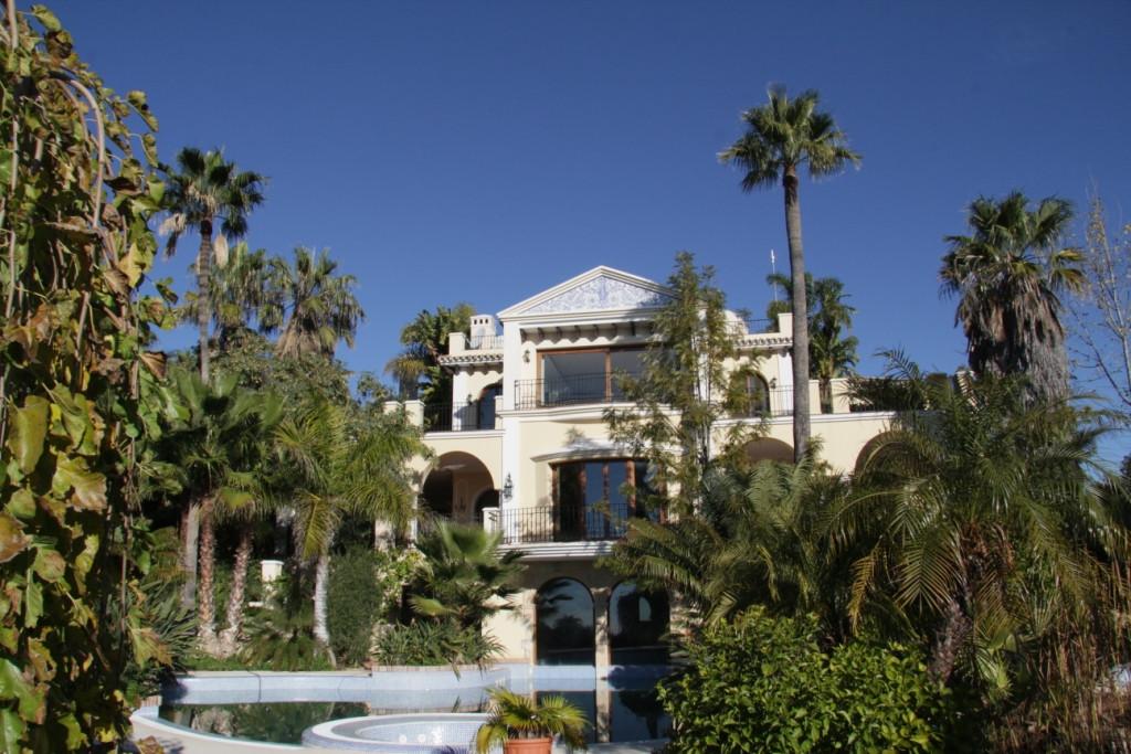 Detached Villa in El Madroñal R2822279