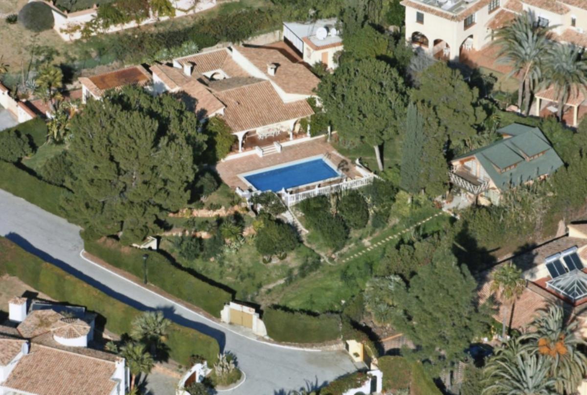 Detached Villa for sale in El Paraiso R2115158