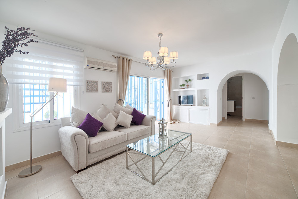 Completely renovated and redecorated Immaculate 2 bedroom, 2 bathroom Mews style Beach Townhouse locSpain