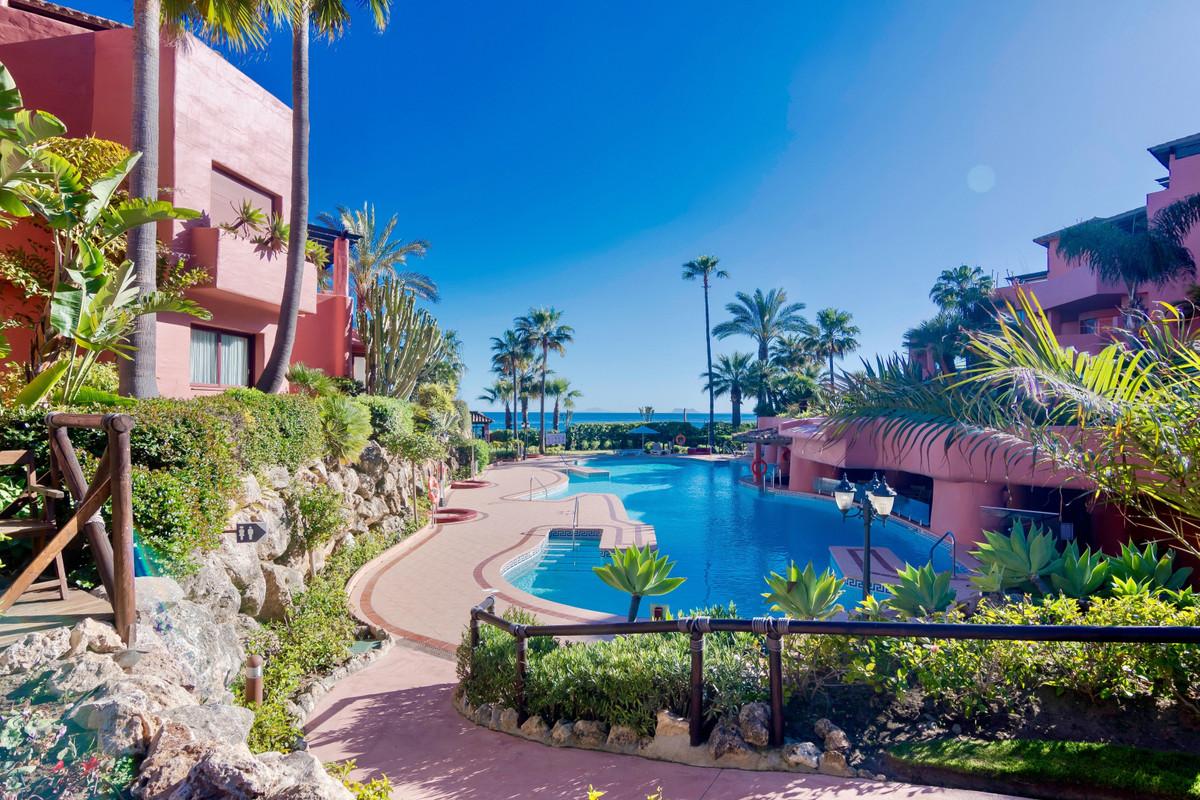 Exclusivo Lujoso Interior Disenado Atico Duplex Renovado ubicado en Menara Beach, Lujoso Resort en p,Spain