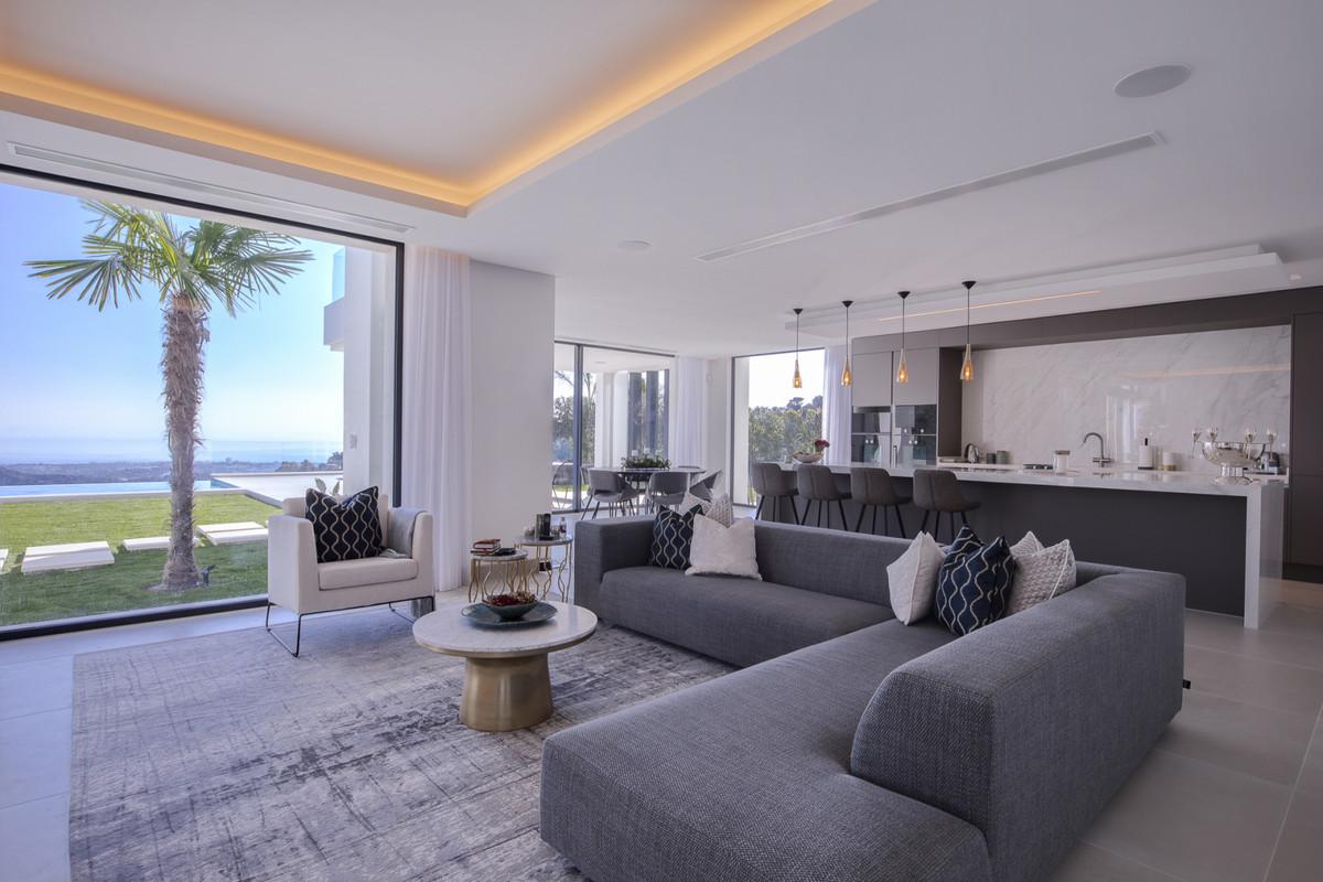 6 Bed Villa For Sale in El Madroñal, Benahavis