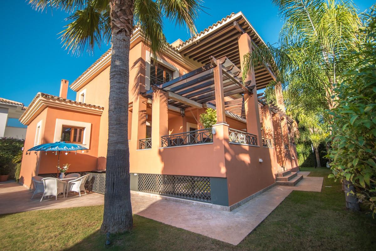 Detached Villa for sale in Los Monteros R3795616