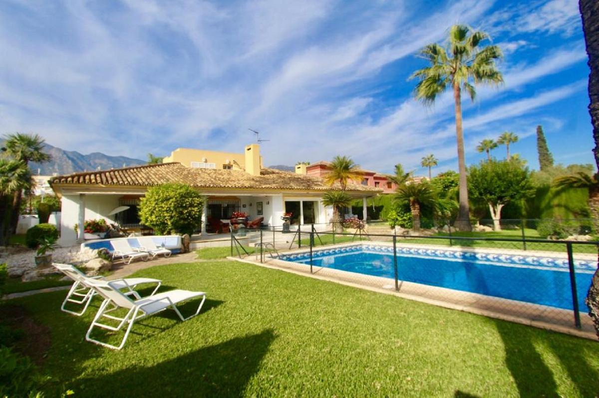 Ref:R3540475 Villa - Detached For Sale in Marbella