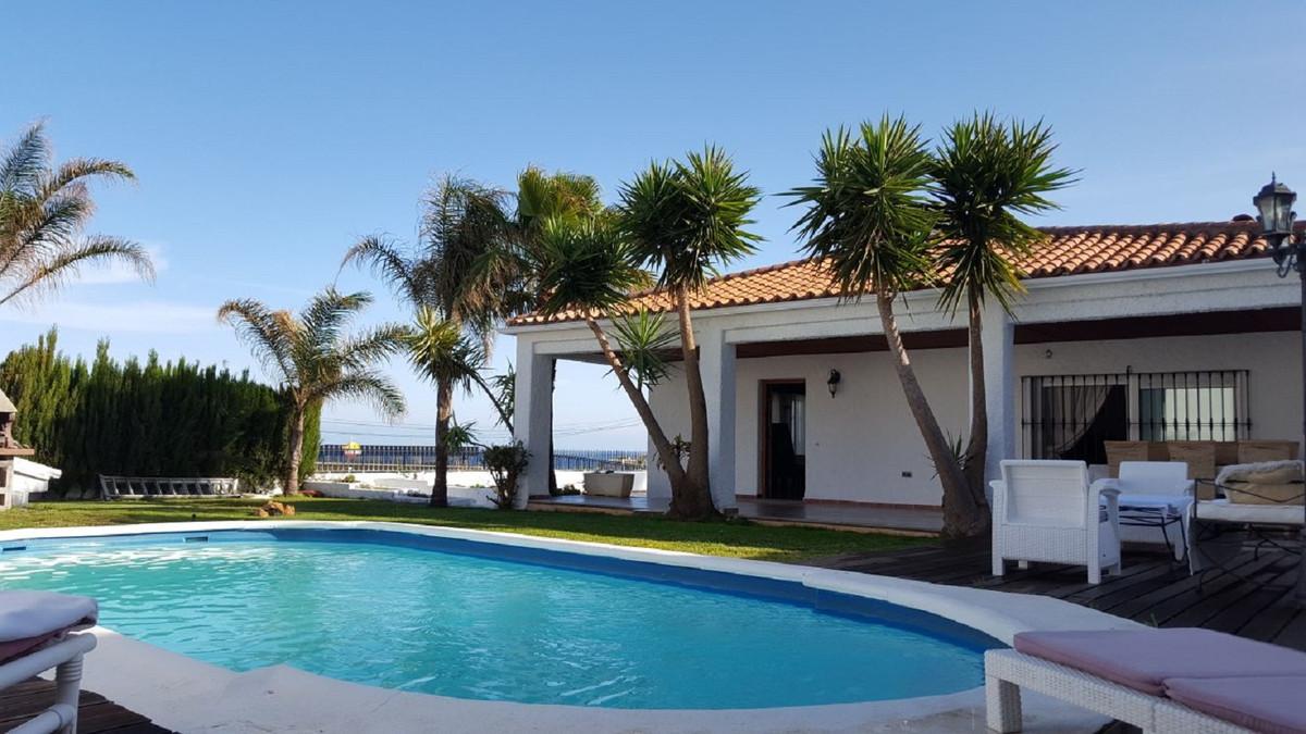 A stylish and luxurious detached villa in a prestigious urbanization close to Estepona.  Comprising ,Spain