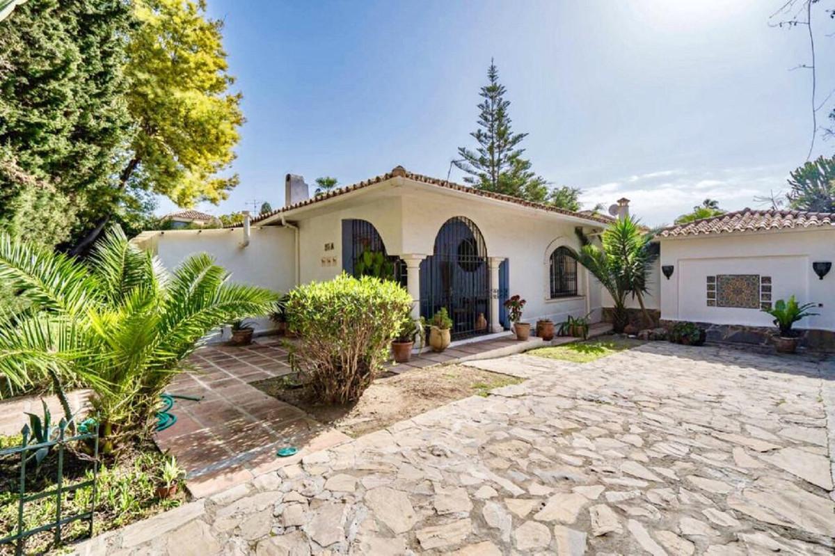 Ref:R3599225 Villa - Detached For Sale in El Paraiso