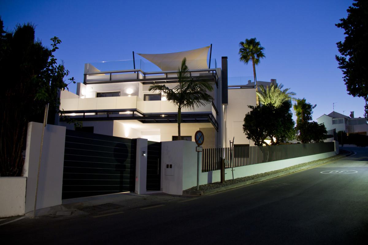 7 Bedroom Villa For Sale, Guadalmina Alta