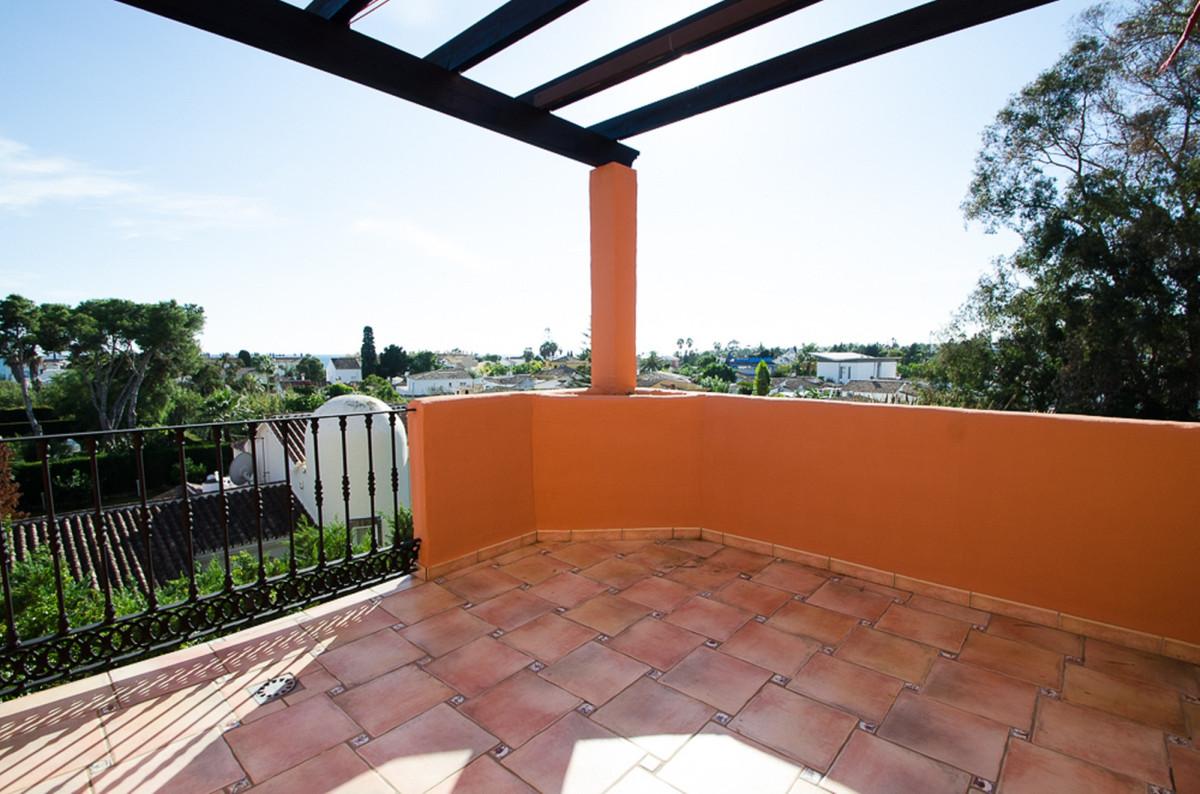 A stylish duplex penthouse in a prestigious beach side complex close to all amenities.  Comprising e,Spain