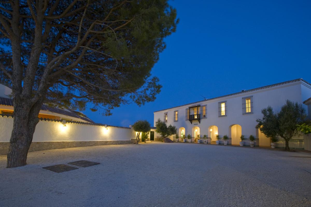 Ref:R3412027 Villa - Finca For Sale in Fuengirola