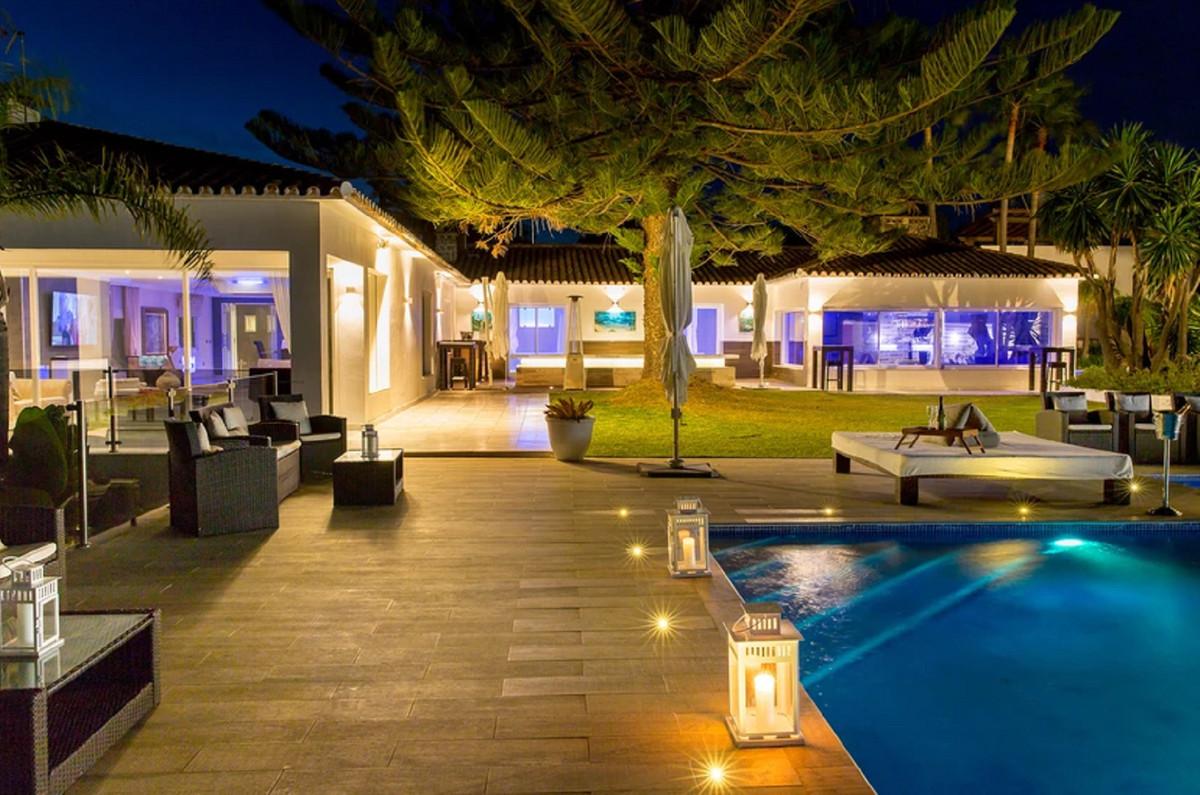 Villa Til salgs i Elviria R3443404