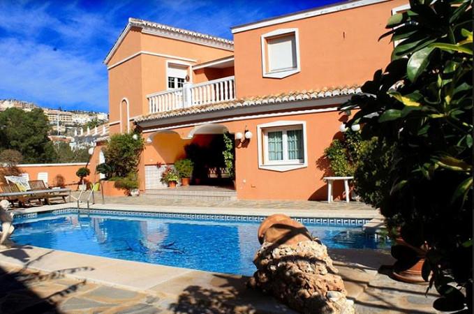 Ref:R3225046 Villa - Detached For Sale in Benalmadena