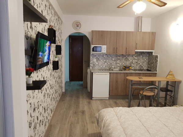 We offer for sale this stylishly renovated studio in the center of Fuengirola.  Comprising a good si,Spain