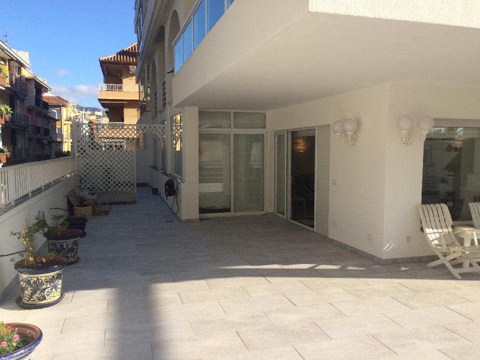 Lägenhet på mellanplan i Fuengirola R3202351