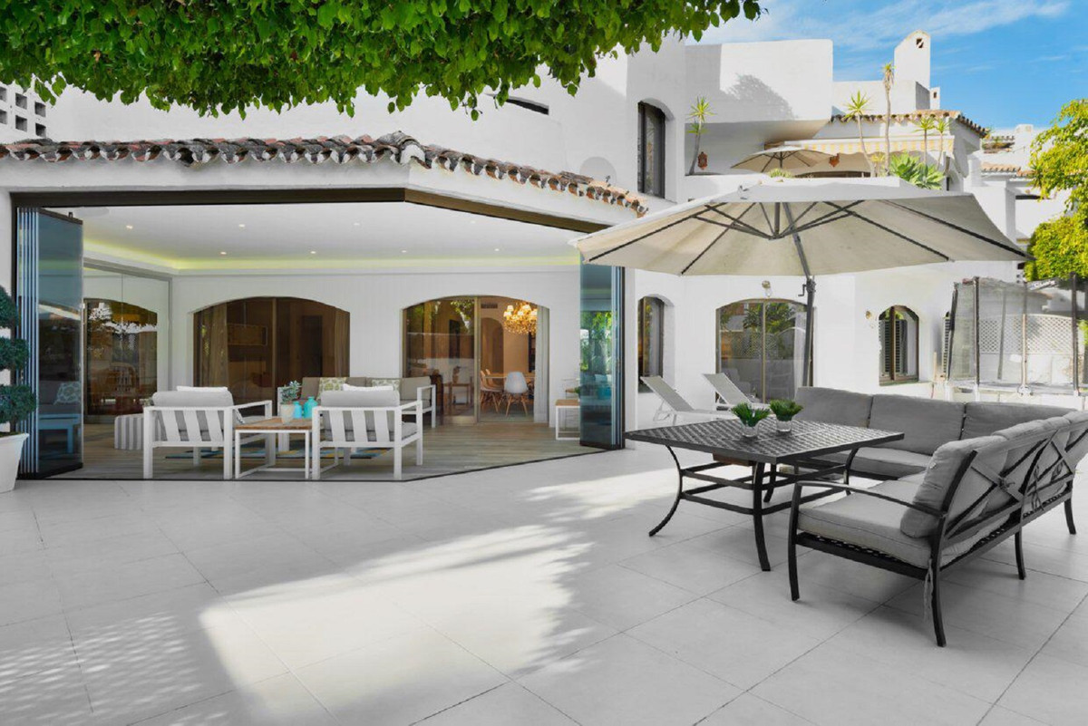 A unique and most special opportunity to purchase this enormous apartment, beachside Elviria.  The c,Spain