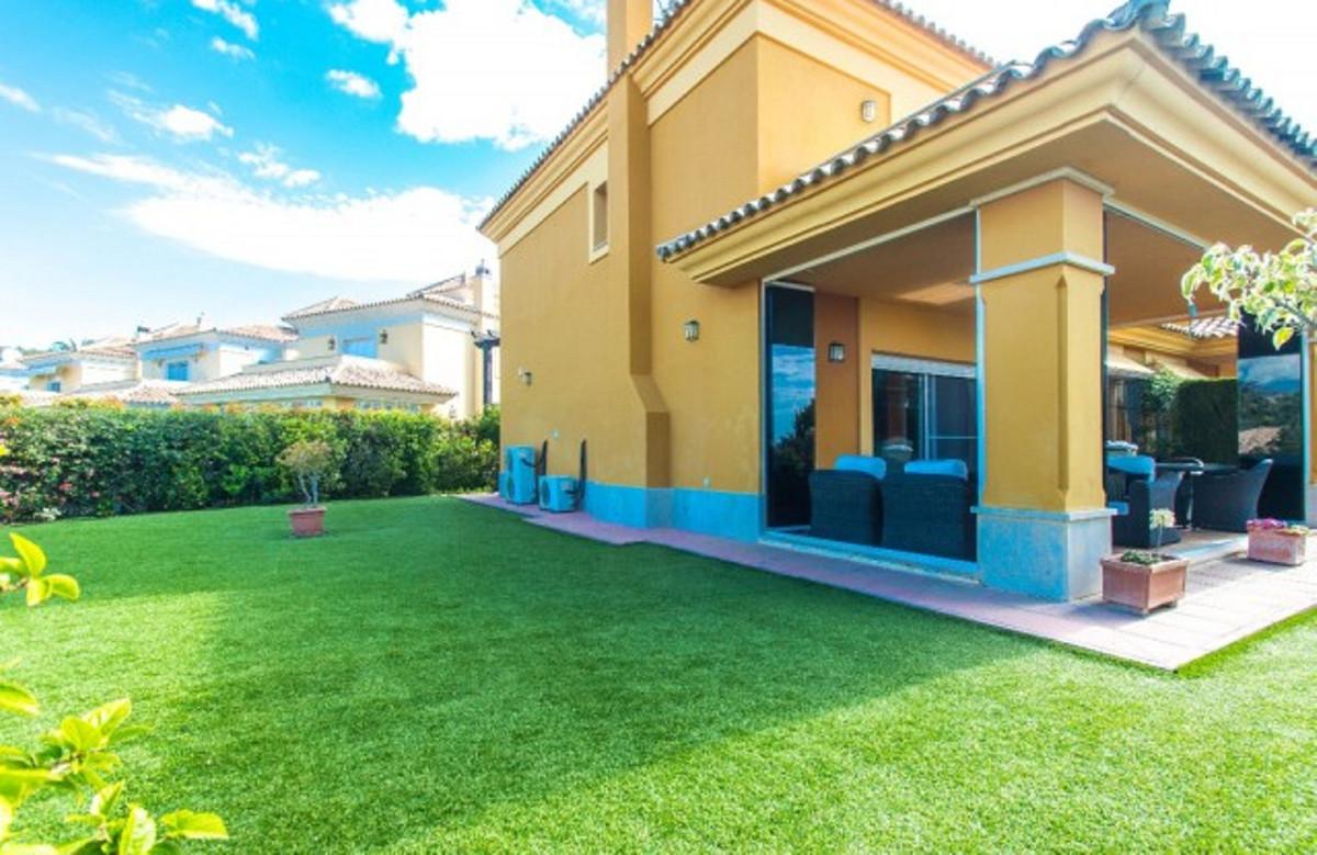 R3520804: Villa - Semi Detached for sale in Santa Clara