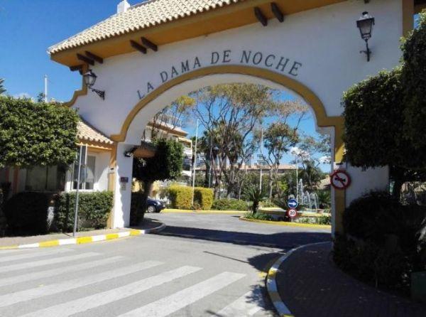 A fantastic opportunity to purchase a penthouse in the prestigious complex of Dama de Noche in Nueva,Spain