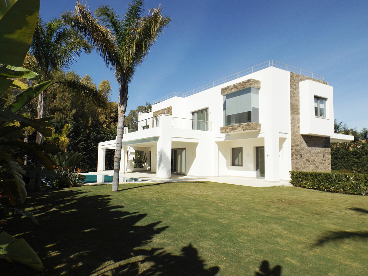 Detached Villa for sale in Guadalmina Baja R3385498