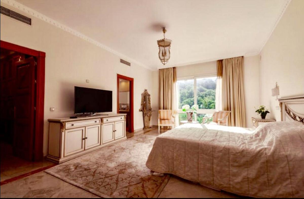 Villa con 4 Dormitorios en Venta La Zagaleta