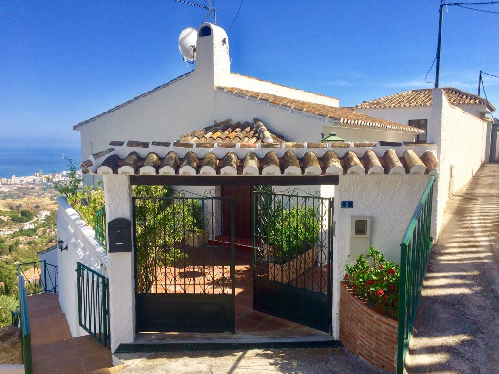 A magnificent opportunity to acquire this property literally within one minutes walk of all the faci,Spain