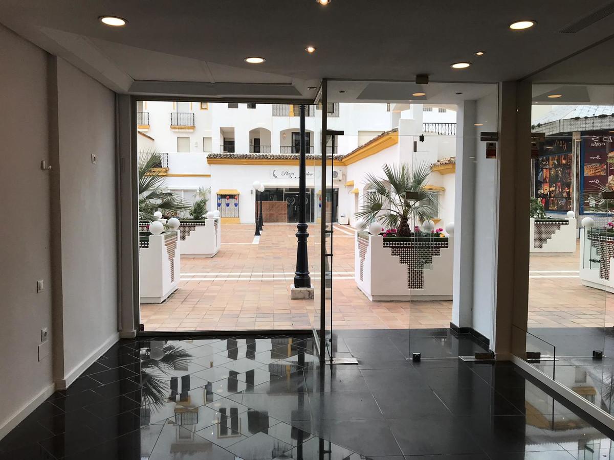 R3454261: Commercial - Shop in Puerto Banús
