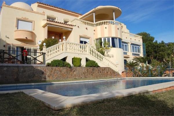Ref:R3225064 Villa - Detached For Sale in Torrequebrada